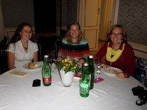 Maria L. und Elisabeth M. mit Anna-Maria Marschner beim Netzwerktreffen